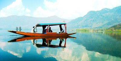Kashmir Shikara in dal Lake